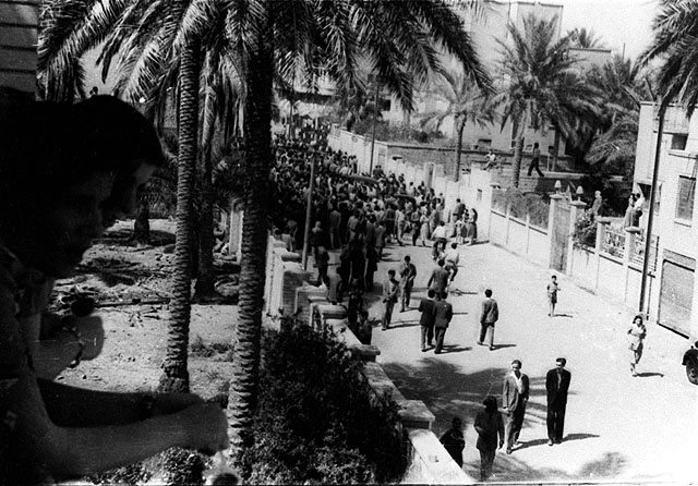 Jews lining up at the synagogue waiting to waive their Iraqi citizenship in order to emigrate to Israel, Baghdad, Iraq, March 1950. Beit Hatfutsot, the Oster Visual Documentation Center, courtesy of David Petel, Tel Aviv.